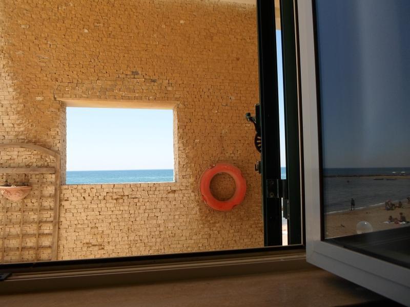 La finestra della veranda dalla finestra della casa