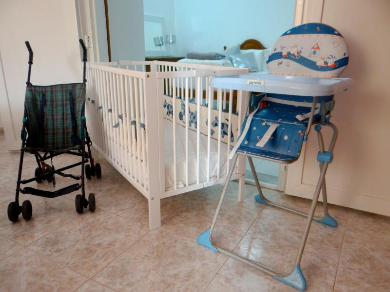 Baby pack (2 cots, 2 high chairs and a buggy)