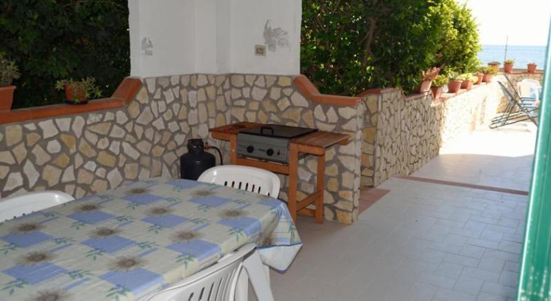 Veranda con barbecue nella quale pranzare e cenare
