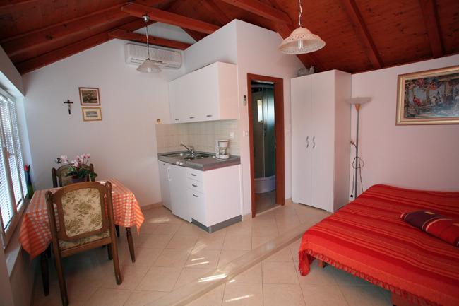 Holiday studio in Supetar, vacation rental in Supetar