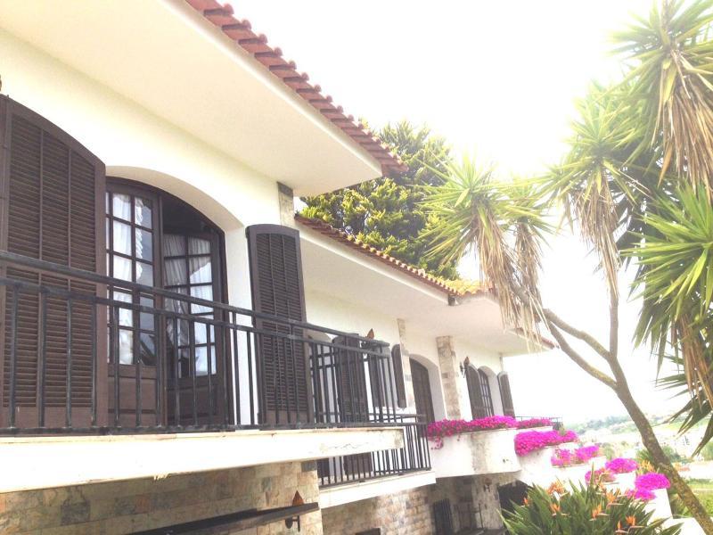 Casa São Bernardo cerca Playa Nazaré y S M Porto, alquiler vacacional en Turquel