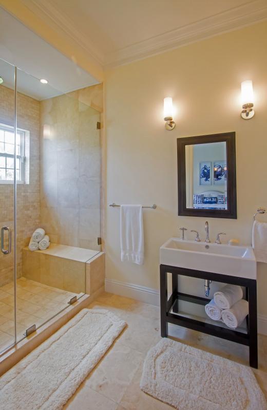 The en-suite bathroom of the Octopus guest room