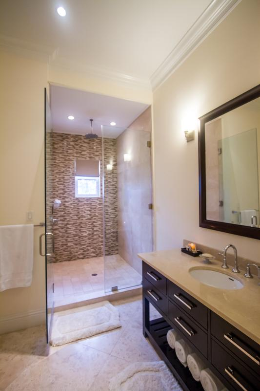 The downstairs guest room's large en-suite.