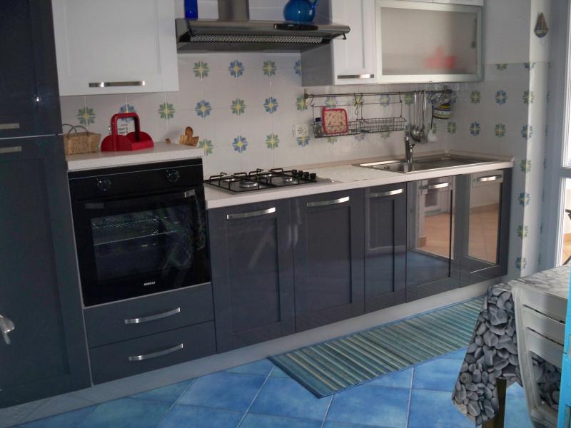 Ampio Trilocale in centro di Ponza, aluguéis de temporada em Le Forna