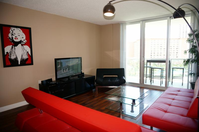 DIRECT OCEAN VIEW 1 BEDROOM ON 8TH FL, holiday rental in Sunny Isles Beach