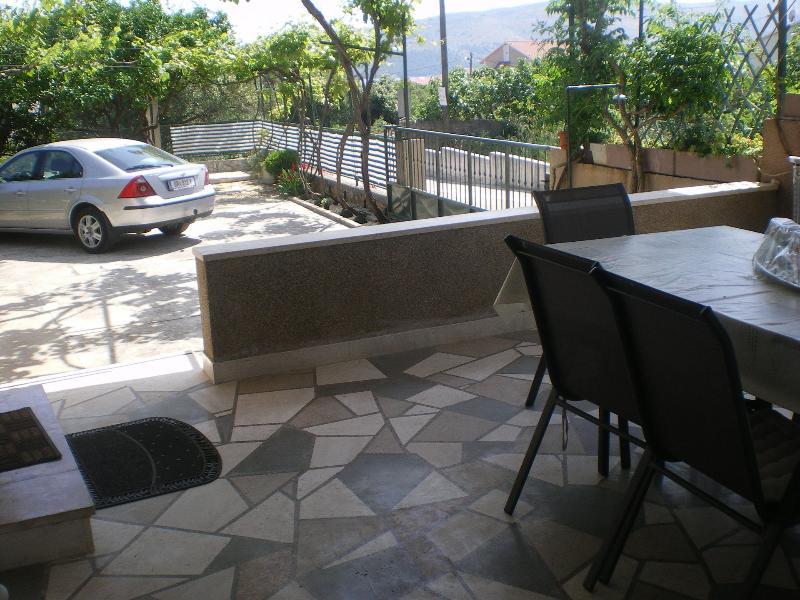 H(7): terrace