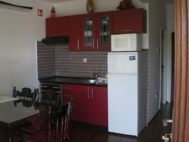 H(7): kitchen and dining room