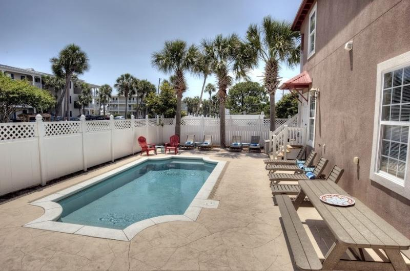 Private Pool with plenty of Loungers and Picnic Table for Outdoor dining