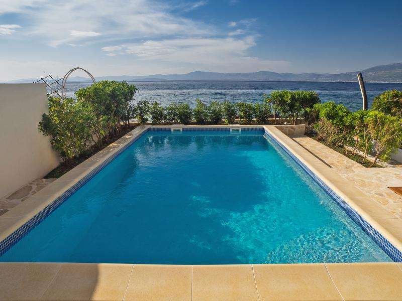 Beachfront villa with private, heated pool and amazing sea views-Villa Violet, vacation rental in Supetar