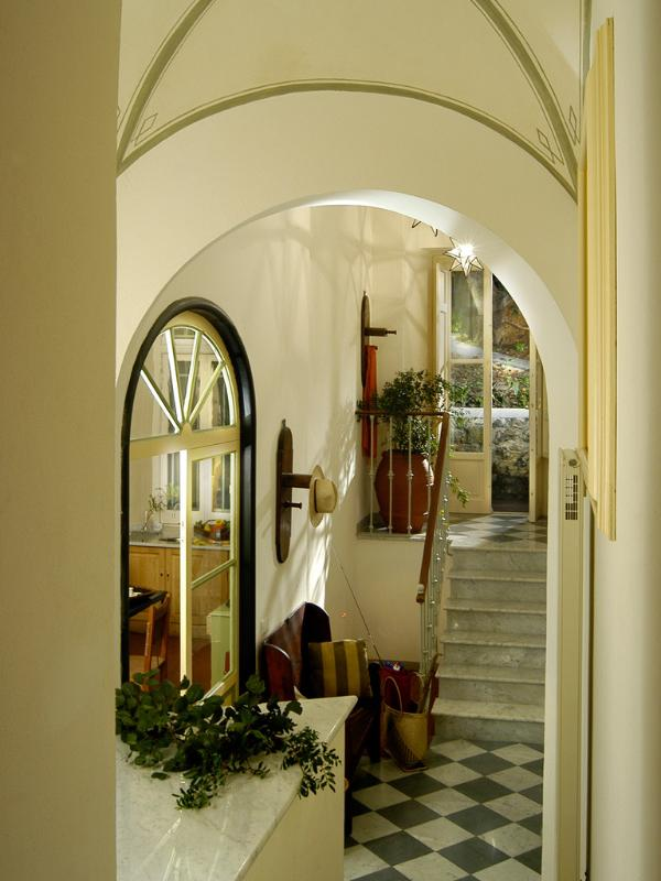 Entrance with few steps
