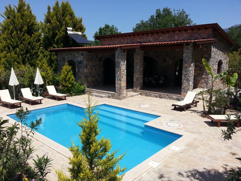 Villa Amara con el paso privado en la piscina