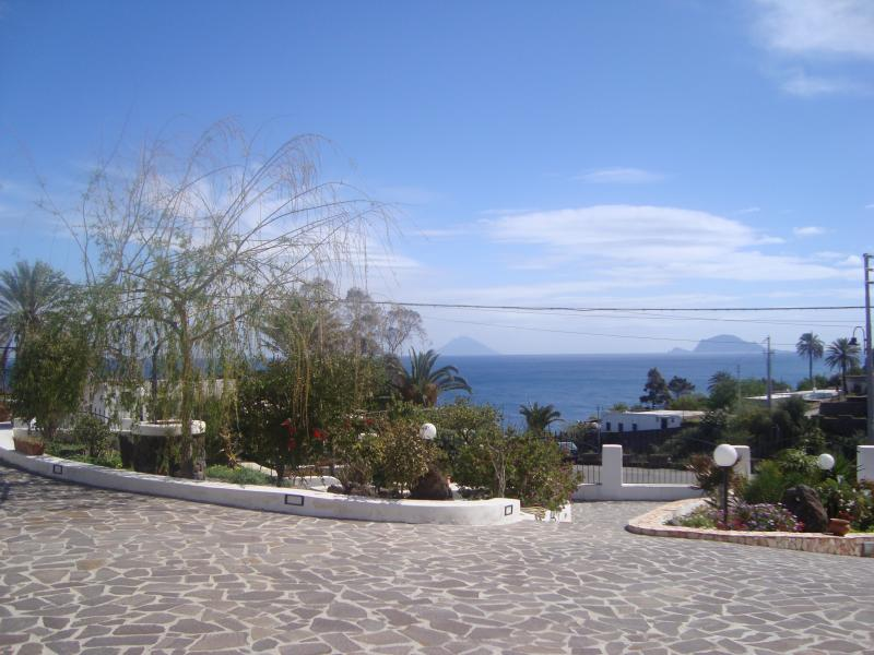 Case Vacanze Villa Lory /  Villa Morry, holiday rental in Aeolian Islands