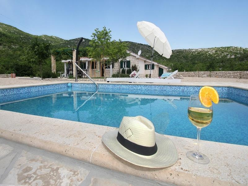 Villa near Makarska,heated pool#Nature#Peace, alquiler de vacaciones en Makarska