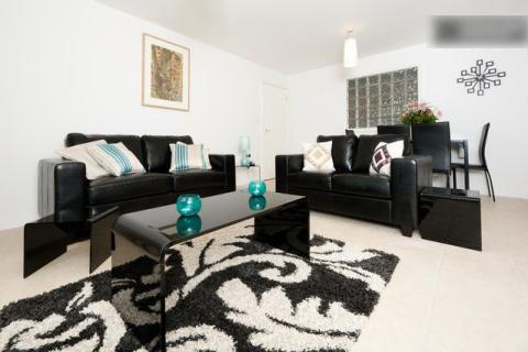 1 bed flat in West Hendon, casa vacanza a Colindale