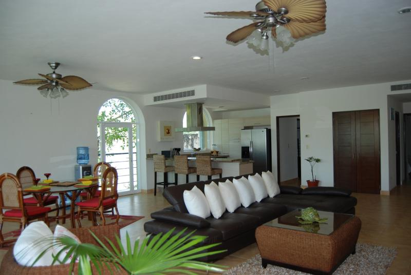 Secret Paradise Condo, vacation rental in Paamul