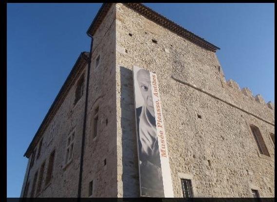 Château Grimaldi : Musée Picasso (5 minutes à pieds)