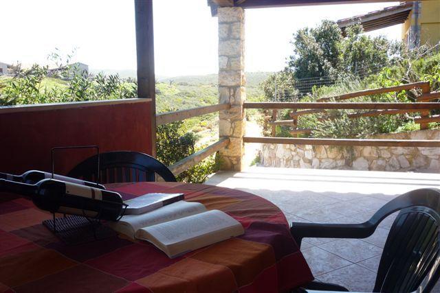 L- MONOLOCALE PANORAMICO IN VILLA- CASETTE DEL MAESTRALE E SCIROCCO CALA LUNGA, location de vacances à Isola di Sant Antioco