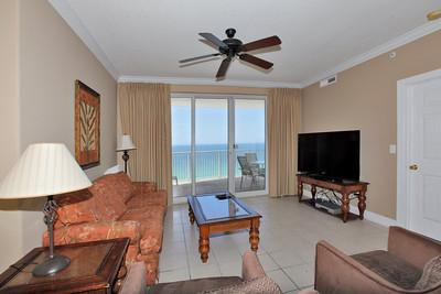 Spacious Living Area w/ Gulf View