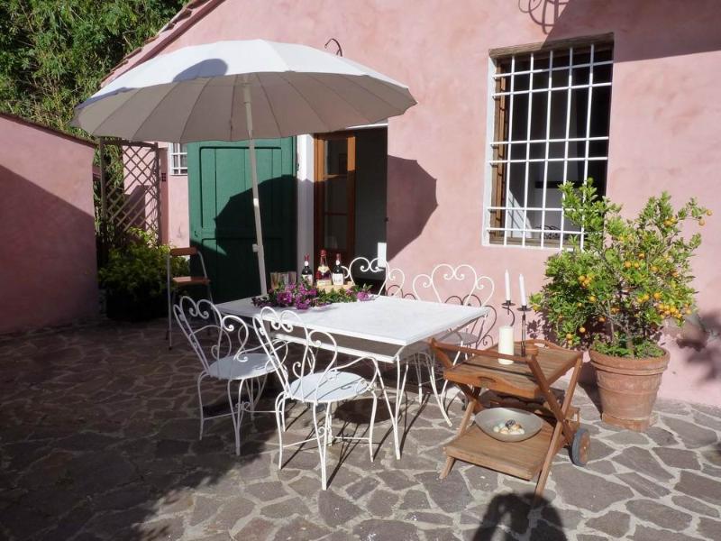 Lovely lodging in Bargecchia,A/C, terrace,swimming pool,village walk distance,Gi, alquiler vacacional en Massarosa