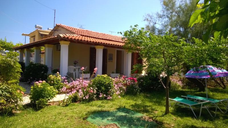 Villa (1) -3 bedrooms by the beach on Corfu island, aluguéis de temporada em Korissia