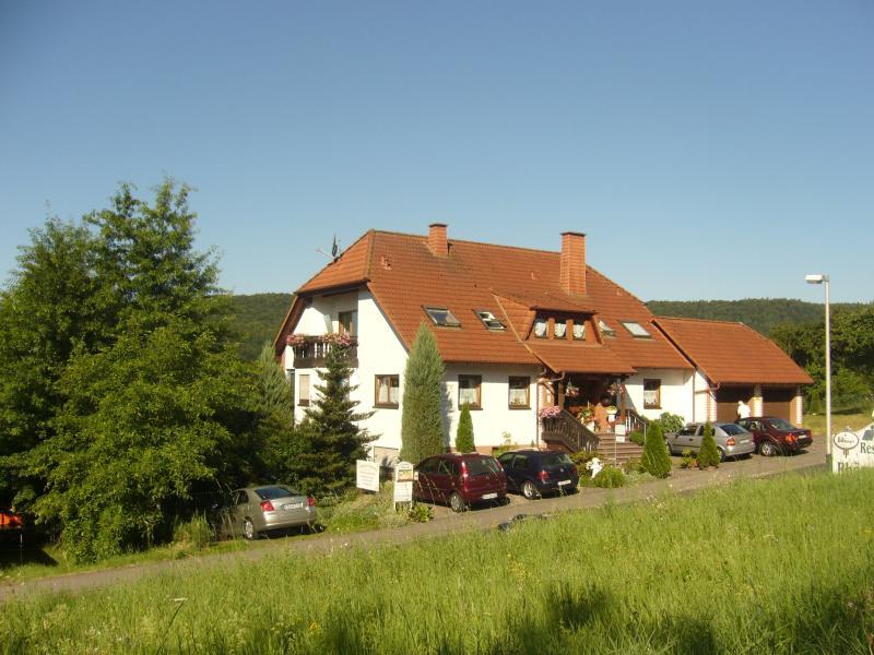Ferienwohnung - 65qm mit Südbalkon und Weitblick!, holiday rental in Friesenhausen