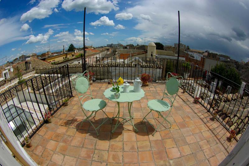 Le Foglie di Acanto Attico con Terrazza, vacation rental in San Paolo di Civitate