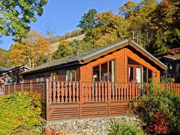 BLUEBELL LODGE, detached, ground floor, WiFi, en-suite facility, walks from, vacation rental in Troutbeck Bridge