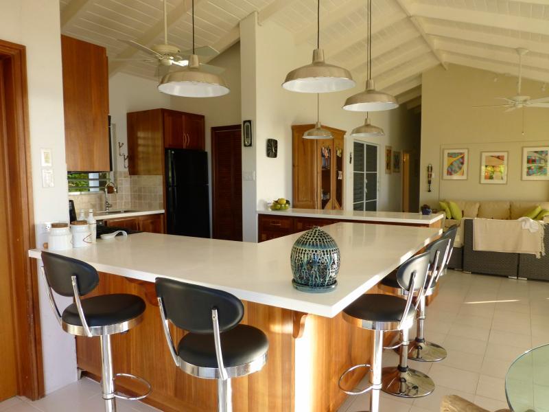 Café bar, cozinha e despensa
