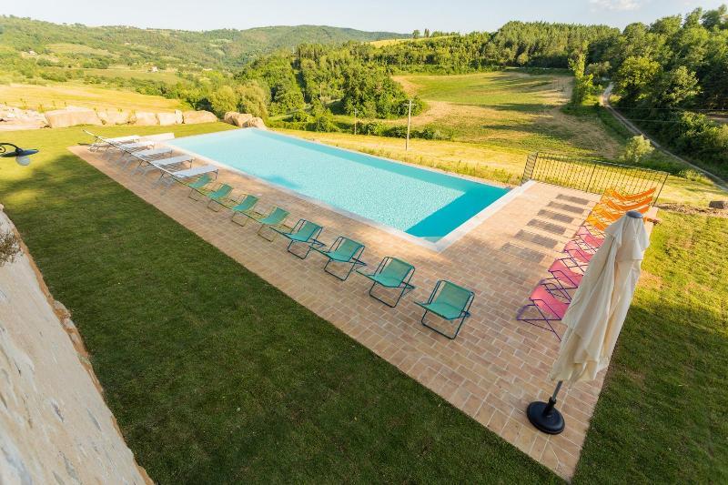 Stylish Perugia Countryside Apartment - Molino, holiday rental in Mantignana di Corciano