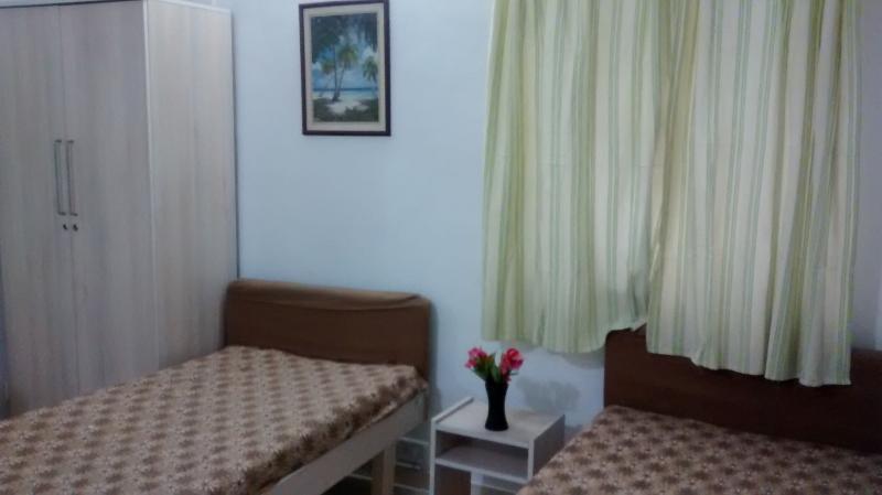 Rez de chaussée chambre no 1, TV, climatisation et bain ci-joint
