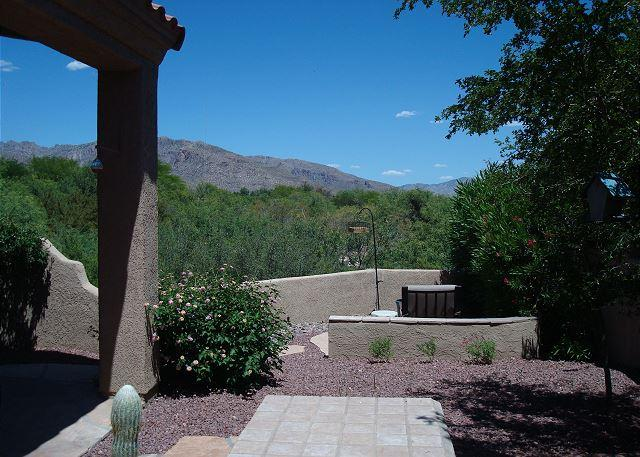 2 bedroom 2 bath Spacious Home in the Gated Community of The Golf Villas -, holiday rental in Tucson