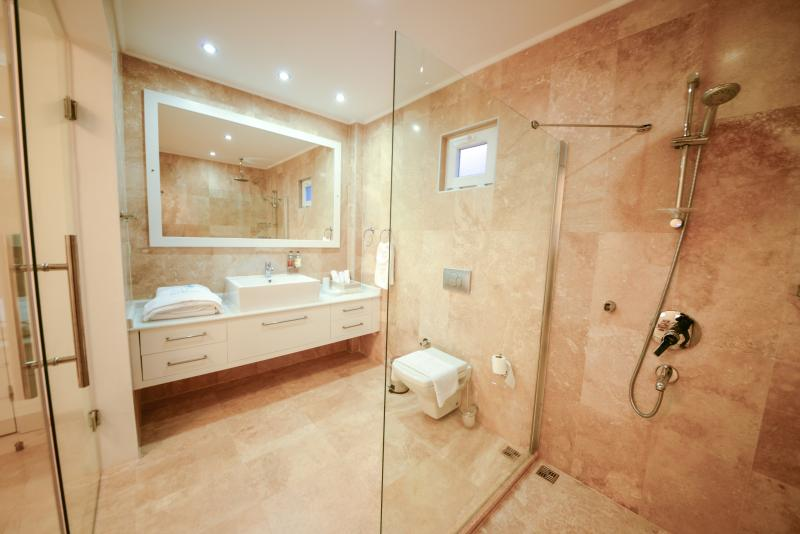Master bathroom, rain shower and view of the islands