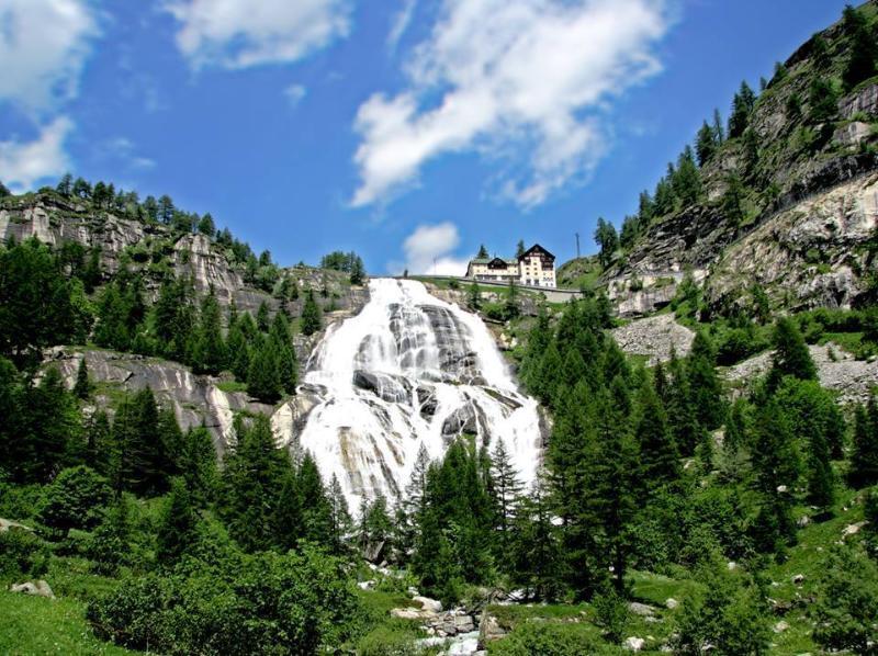 La cascada más alta de Europa, la cascada de la Frua-mejor conocido como el Cascata del Toce