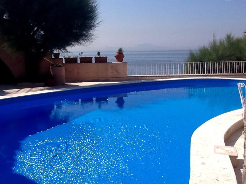 Swimming-pool of seawater town reviews