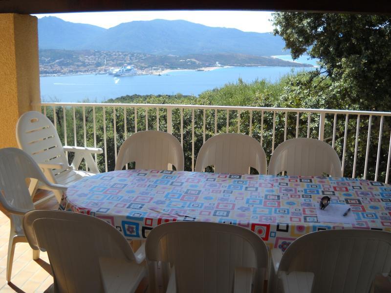 vue panoramique â partir de la grande terrasse sur le golfe du Valinco