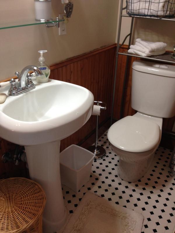 Romeo and Juliet Bathroom