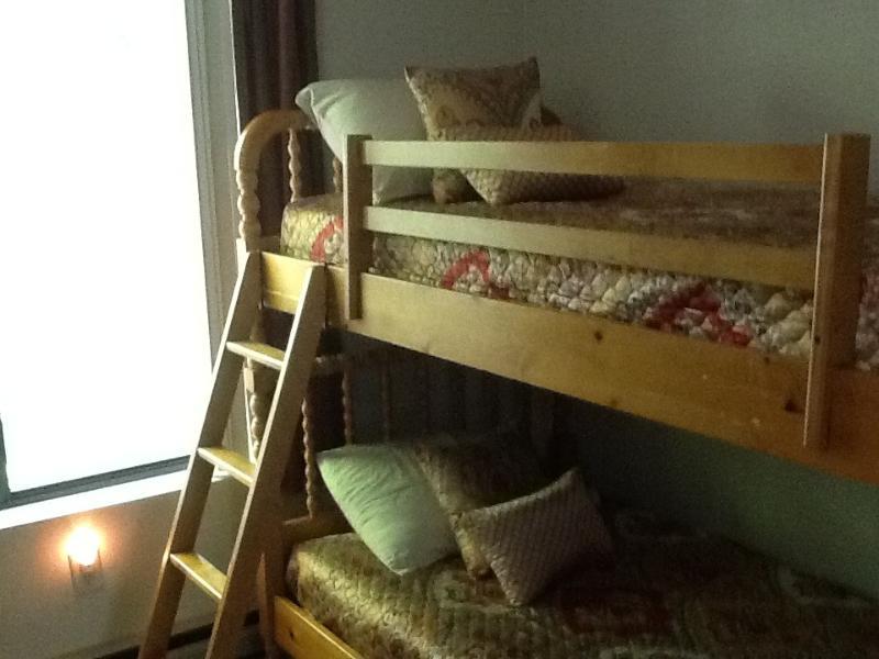 chambre d'enfant - 2 ensembles de lits superposés 1er étage