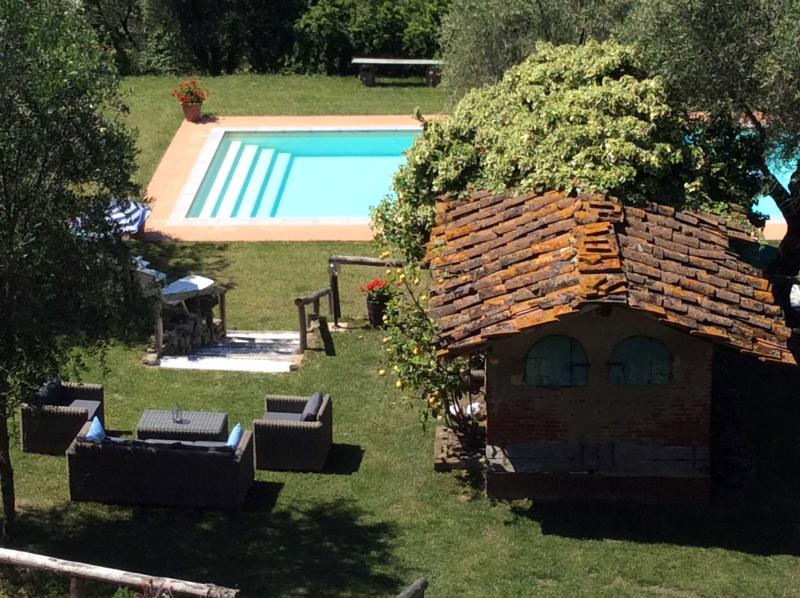 Casa Collina Verde - Highly rated villa near Lucca with private pool & garden, holiday rental in Lucca