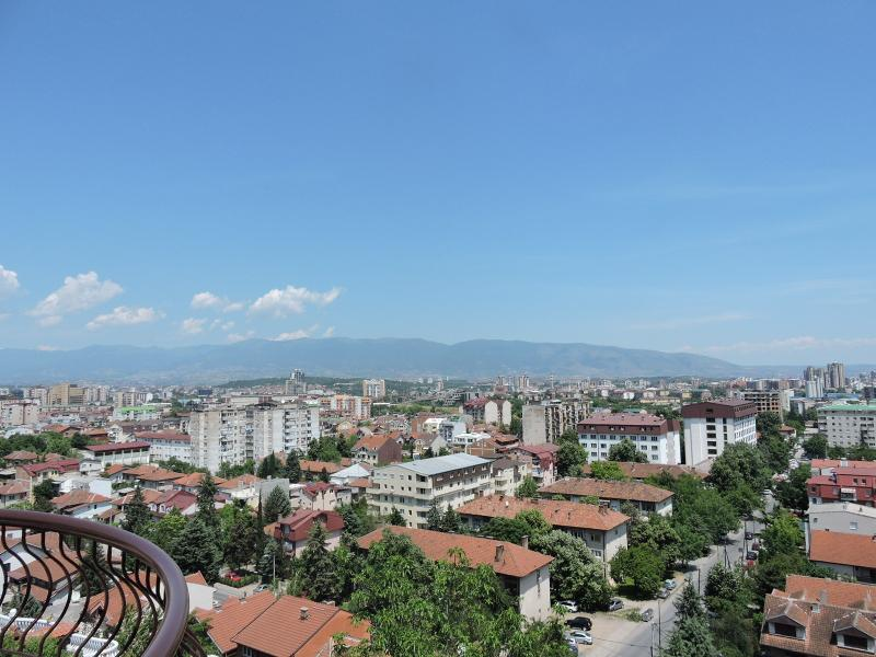 Spacious 2-bedroom Apartment with Great Views!, holiday rental in Skopje Region