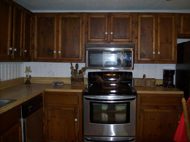 Large kitchen with all new appliances fully equipped