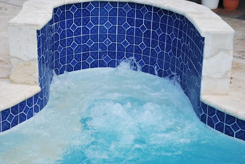 pool has a built in whirlpool