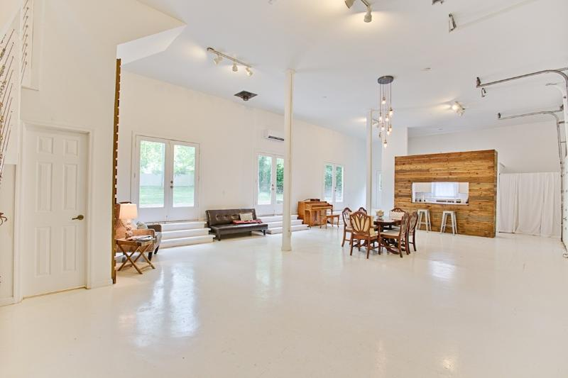 The LOFT at the Winchester Manor, holiday rental in New Market