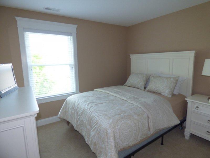 3 dormitorio con cama Queen