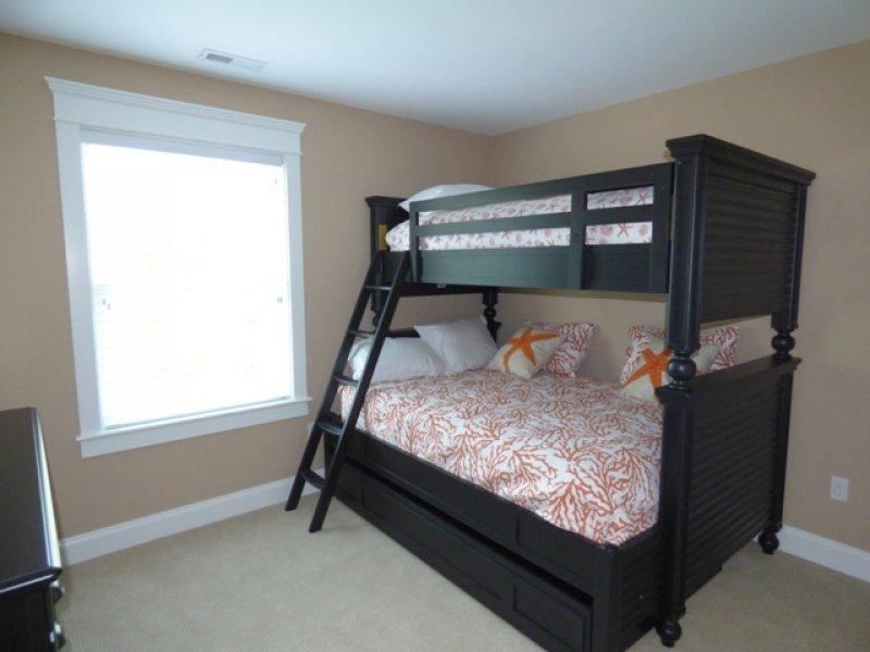 Doble cama de cucheta dormitorio 2, completo en la parte inferior, en la parte superior
