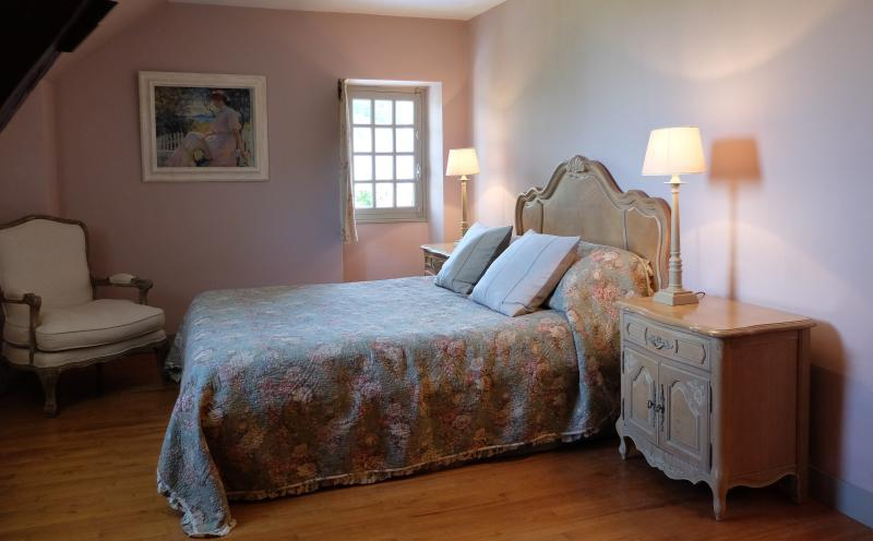 A charming double bedroom in the property