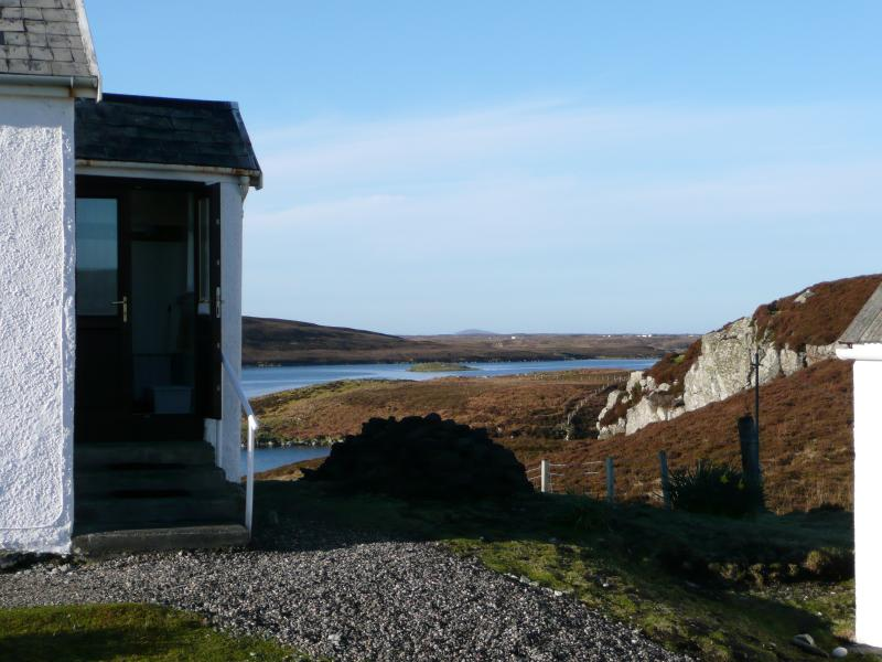 An Taigh Boighreach -  stunning views, very comfortable and welcoming cottage., holiday rental in North Uist