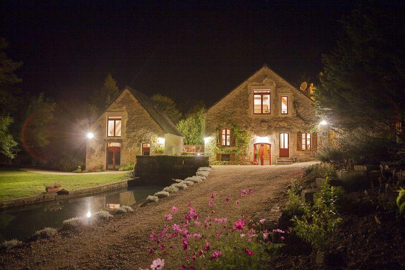 Independant Water Mill Cottage in Rix, Burgundy, on 14 acres of meadows & water, holiday rental in Lainsecq