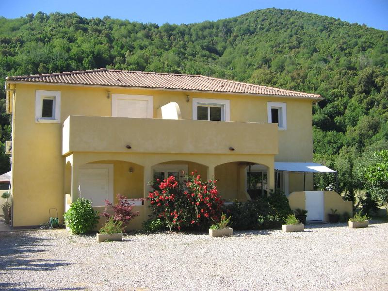 Entre Mer et montagne  superbe appartement en rdc avec terrasse, holiday rental in Borgo