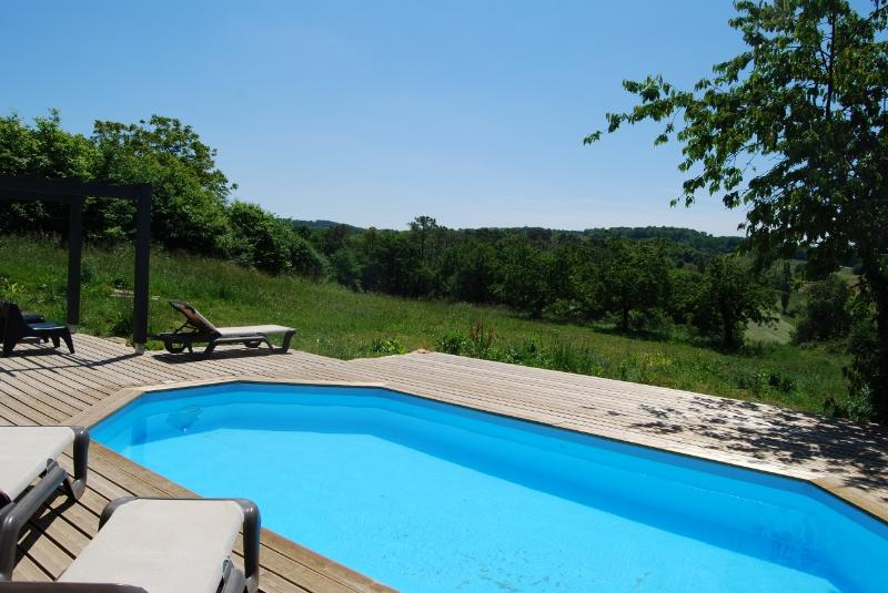 L'EMPEREUR SAUVAGE - BEAUTIFULLY RENOVATED HOUSE WITH PRIVATE HEATED POOL, holiday rental in Saint-Laurent-la-Vallee