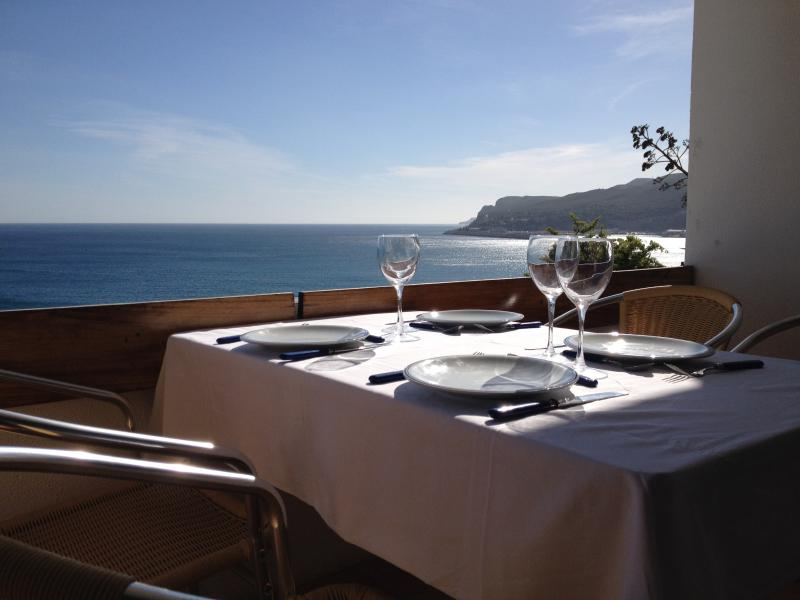 Flat with balcony breathtaking view over the ocean, holiday rental in Sesimbra